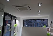 Warmtepomp lucht/lucht ingebouwd in gyproc plafond. Winkelruimte in Ieper. Foto Rudy
