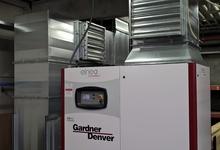 Kanalisatie van een compressor. Via de kleppenregisters kan de keuze gemaakt worden om de warmte al dan niet te recupereren.